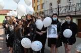 Gryfice. Marsz pamięci zamordowanej Magdy. 18-latkę pożegnali szkolni znajomi. ZDJĘCIA