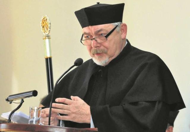 Prof. Majchrowski od początku kariery naukowej związany jest z UJ