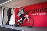 Na wirtualnym rowerze po Amsterdamie i Brukseli. Nowa atrakcja na wrocławskim Rynku
