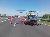 Śmiertelny wypadek na A1 w Sójkach pod Kutnem. Skoda wbiła się w renault. Na miejsce wezwano dwa śmigłowce LPR