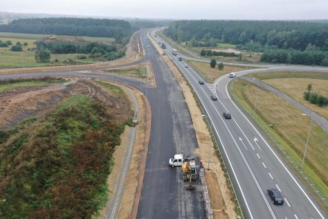Budowa drugiej jezdni drogi ekspresowej S1, od Podwarpia do węzła w Pyrzowicach. Prawdopodobnie wykonawca udostępni drogę kierowcom kilka miesięcy wcześniej przed planowanym zakończeniem inwestycji.Zobacz kolejne zdjęcia. Przesuwaj zdjęcia w prawo - naciśnij strzałkę lub przycisk NASTĘPNE