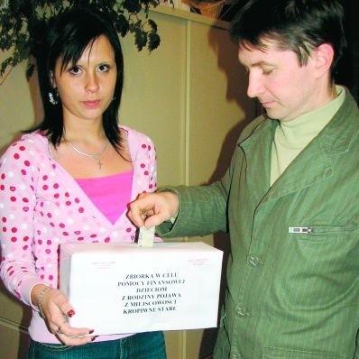 W urzędzie gminy znajduje się specjalna szkatułka, do której można wrzucać datki. - Nie wyobrażam sobie, żeby nie pomóc - mówi Zbigniew Mackiewicz.