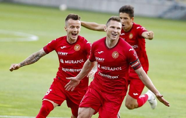 Tak cieszyli się piłkarze Widzewa po bramce Marcina Robaka. Za supersnajperem podążają Łukasz Kosakiewicz i Mateusz Możdżeń