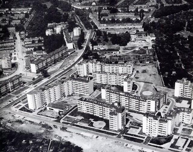 Kto pamięta jeszcze Wrocław sprzed 30 lat? Poznacie te miejsca na fotografiach z lat osiemdziesiątych? Zobaczcie zdjęcia lotnicze osiedli!