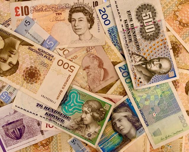 Banknoty wycofane z obiegu można wymienić na te, które wciąż są w użyciu, ale w wyznaczonym banku danego kraju
