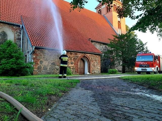 Pożar kościoła w Papowie Biskupim postawił na nogi strażaków z kilku jednostek. Na szczęście, to tylko cwicenia