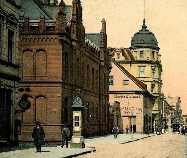 Gmach poczty głównej w Inowrocławiu na zdjęciu z początków XX w.
