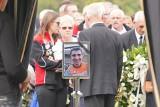Motocross: Pogrzeb Łukasza Lonki, utytułowanego zawodnika z Wrześni. W ostatniej drodze na cmentarzu komunalnym 29-latka żegnały tłumy