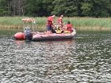 """Poszukiwania na jeziorze Kisajno na Mazurach. W akcji ratownicy z Pomorza: """"Nasz dron dociera nawet  do trudno dostępnych miejsc"""""""
