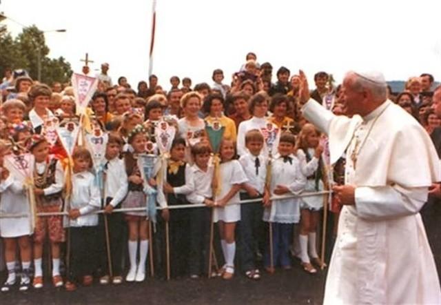 Karol Wojtyła urodził się w Wadowicach, potem wracał tu podczas pielgrzymek, już jako Jan Paweł II