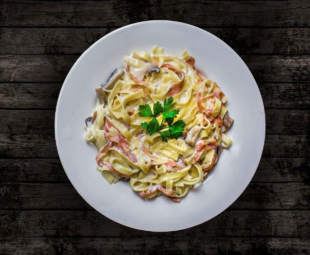 Potrawy z makaronem - najlepsze przepisy naszych Czytelników! Kliknijcie w galerię i zobaczcie, jakie dania z można przygotować.