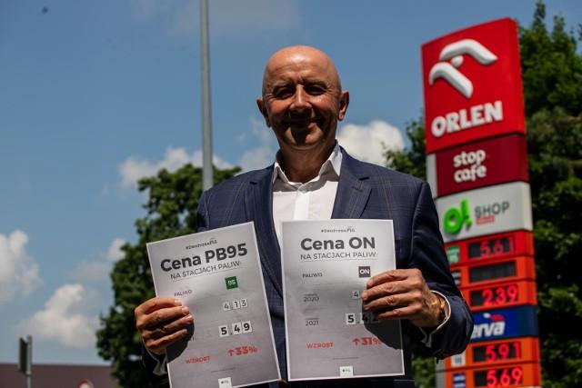 We wtorek (06.07) w Białymstoku na stacji paliw Orlen ul. Kawaleryjskiej przedstawiciele PSL-u protestowali przeciwko drastycznemu wzrostowi cen paliw. Wezwali rządzących do zadbania o interes Polaków i nie wykorzystywania narodowego koncernu do własnego interesu biznesowego.