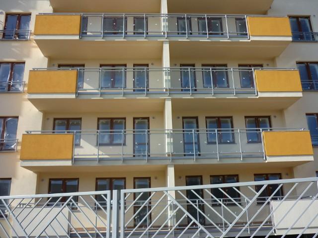 Blok mieszkalnyDla osób zainteresowanych kupnem mieszkania na rynku pierwotnym coraz większe znaczenie ma architektura budynku.