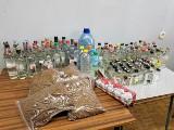 Włocławscy policjanci zabezpieczyli ponad 27 litrów alkoholu 200 papierosów