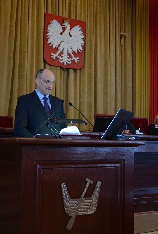 Wiceprezydent Radosław Stępień wystąpił w imieniu nieobecnej Hanny Zdanowskiej, ale radni nie byli zadowoleni z tego zastępstwa.