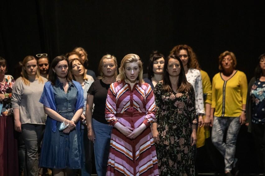 Katarzyna Wietrzny (Cio-cio-san), chór żeński Opery...