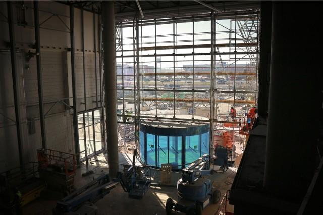 Koniec budowy nowego centrum handlowego Aleja Bielany. Zdjęcia z początku października 2015