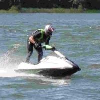 Efektowne wiraże między bojami wzbudzały duży entuzjazm wśród tych, którzy przyszli w weekend nad Jezioro Ełckie