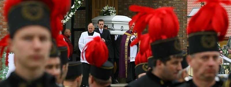 Kondukt pogrzebowy prowadziła przez górnicza orkiestra.