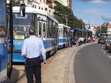 Kłopoty pasażerów MPK jadących w stronę Sępolna. Awaria przed mostem Szczytnickim (ZDJĘCIA)