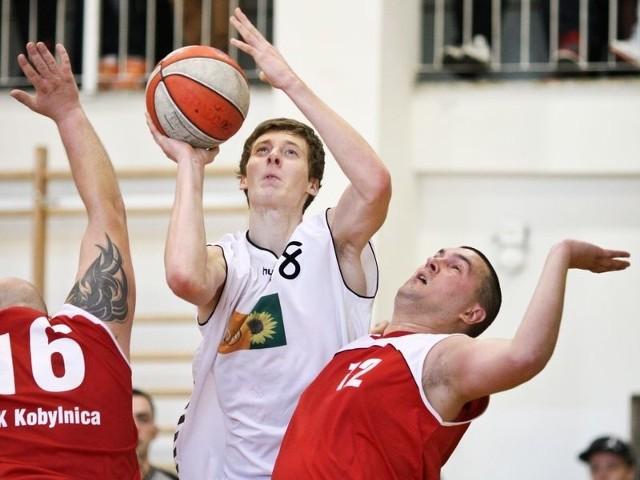 Szymon Długosz w ostatnim meczu w III lidze zdobył 2 pkt.