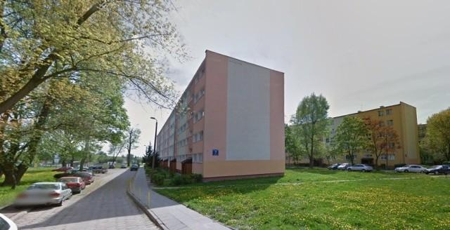 Chodzi o mieszkanie w bloku przy ul. Makuszyńskiego 7.