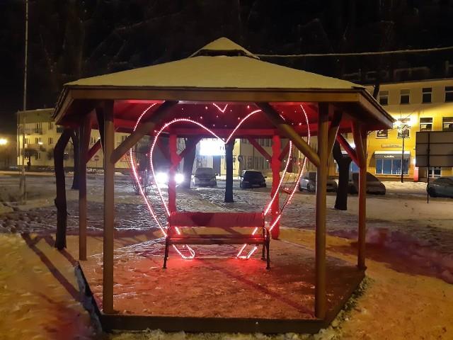 W Golubiu-Dobrzyniu pojawiło się kilka ławeczek dla zakochanych. Stanęły w parku i na rynku