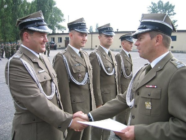 Awansu na wyższe stopnie oficerskie gratuluje  ppłk dypl. Bogdan Kula.