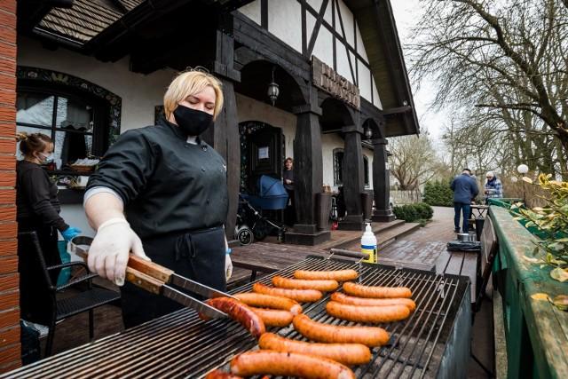Weekendowe (27 i 28 marca) grillowanie w wiosenno-wielkanocnym nastroju przy karczmie w Myślęcinku