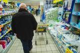 W godzinach dla seniorów sklepy są często puste. Starsze osoby robią zakupy o każdej porze