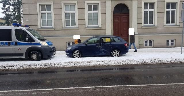 W Słupsku doszło do zderzenia skody z autobusem MZK