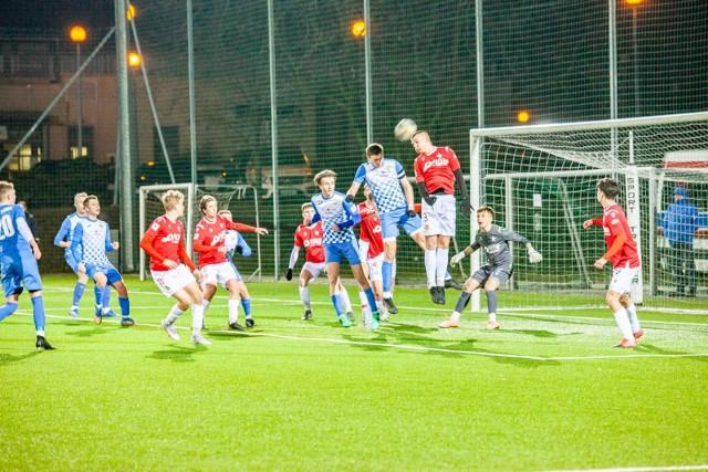 Piłkarze Wisły Kraków w meczu z Hutnikiem w CLJ U-17