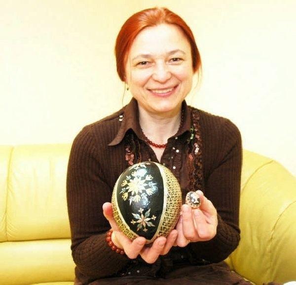 Nadzieja Hajduczenia robi sztukę na jajkach