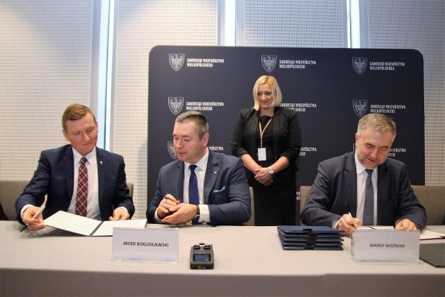Wartość podpisanych umów to 33,5 miliona złotych. Pieniądze będą przeznaczone na sport dzieci i młodzieży.