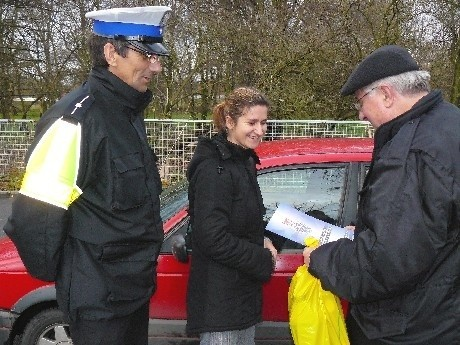 Lucyna Jędrych przyjechała autem po dziecko do przedszkola. Prawo jazdy ma od roku. I do tej pory nigdy nie była jeszcze kontrolowana przez policję.