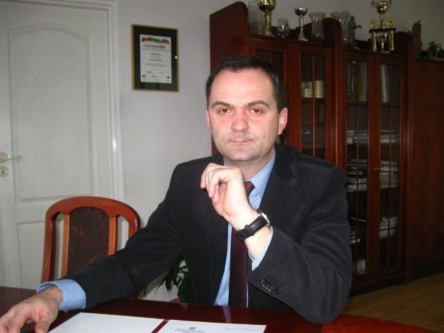Piotr Kuliniak ma 41 lat. Pochodzi z Nowych Czapli, od czterech lat mieszka w Łęknicy. Ukończył politologię na Uniwersytecie Zielonogórskim. Żonaty, ma córkę i syna. Od 21 lutego pełnił funkcję burmistrza po śmierci Jana Bieniasza.