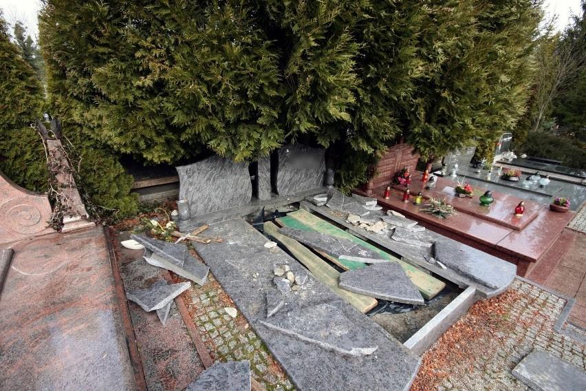 """Na cmentarzu Łostowickim """"cmentarne hieny"""" zaatakowały 22 lutego 2015 r."""