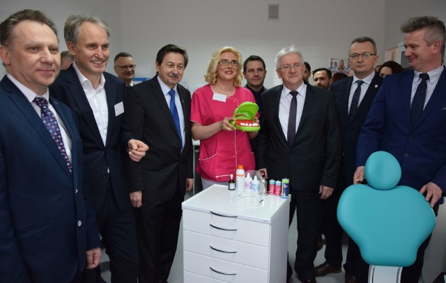 Otwarcie szkolnego gabinetu stomatologicznego w Zwoleniu.