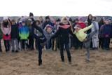 Pierwszy dzień wiosny! Uczniowie SP nr 3 w Międzyrzeczu powitali go radośnie i ciekawie [ZDJĘCIA]