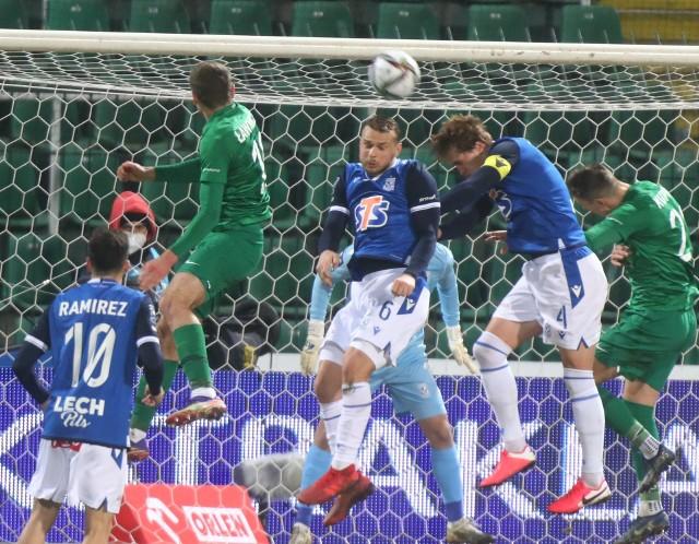 Kolejorz wygrał drugie derby w sezonie po szalonej końcówce i golu w ostatniej akcji Pedro Tiby. Warta prowadziła, ale za szybko uwierzyła w wygraną. Po błędach w ostatnich dziesięciu minutach ekipa Dariusza Żurawia wyrwała trzy punkty i doprowadziła do pierwszej porażki Zielonych w rundzie rewanżowej.Zwycięstwo w takich okolicznościach na pewno poprawi morale drużyny z Bułgarskiej. Beniaminek może czuć się rozżalony, ale w następnej kolejce na pewno wróci do swojego pragmatycznego stylu.Zobacz oceny piłkarzy Lecha i Warty --->