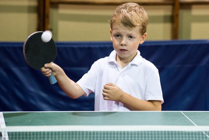 - Tenis stołowy jak każdy sport uczy pokory. Tutaj tatuś ani...