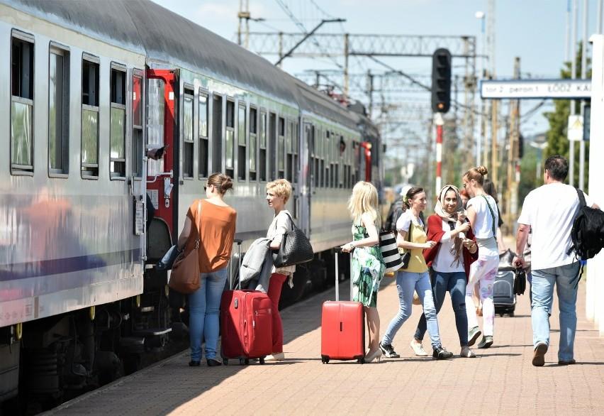 """PKP Intercity odpowiada na potrzeby podróżnych z Trójmiasta. Dodatkowy pociąg """"Jantar Bis"""" w weekendy"""