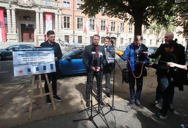 Konferencja prasowa na szczecińskich Wałach Chrobrego