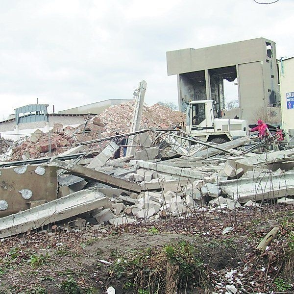 Na terenie byłych zakładów mięsnych w Nakle ruszyły prace  porządkowo-rozbiórkowe.