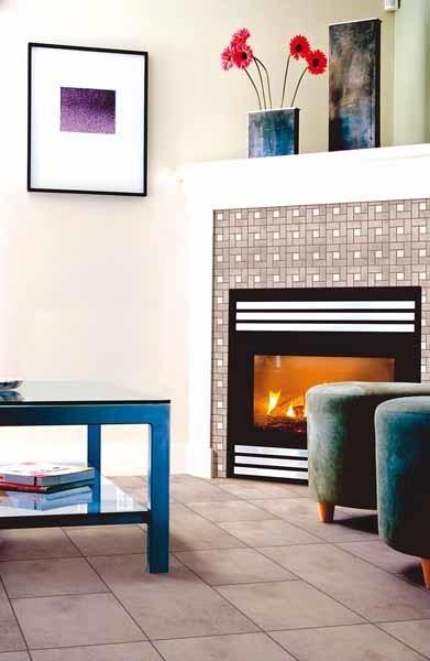 Okładziny ścienne oraz elementy dekoracyjne wykonane z gresu oferowane są w zróżnicowanej gamie kolorystycznej doskonale sprawdzają się jako obudowy kominków,  czy portali drzwi.