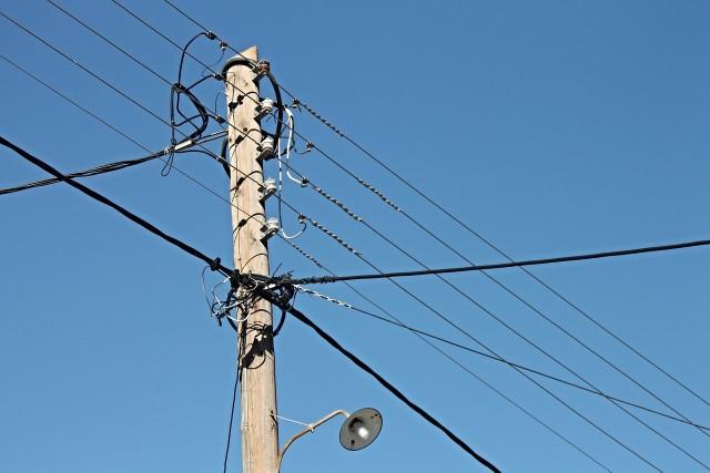 Do tragicznego wypadku doszło w nocy w Biedrusku. 17-latek wszedł na słup energetyczny, poraził go prąd i spadł z wysokości 15 metrów. Nie przeżył.
