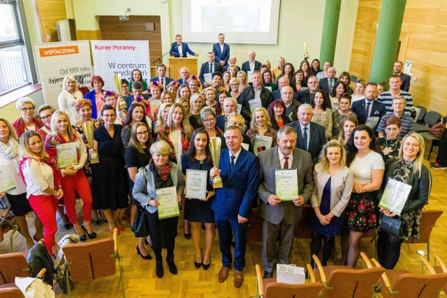 Pamiątkowe zdjęcie wszystkich laureatów plebiscytu Mistrzowie Agro - zwycięzcy na szczeblu wojewódzkim i w powiatach