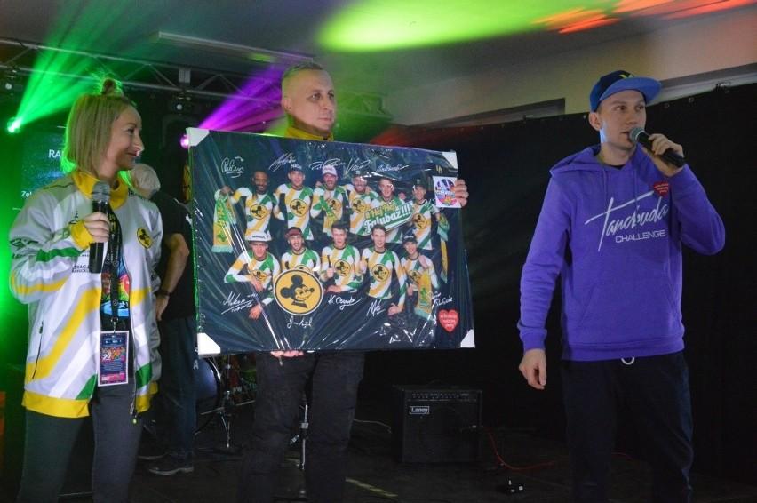 Żużlowcy Falubazu Zielona Góra co roku biorą udział w...