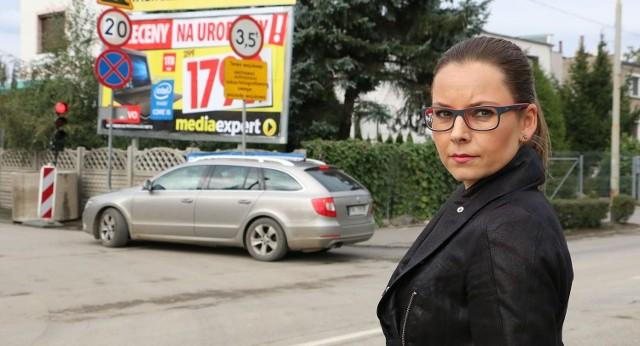 - Od strony Świerczewskiego wjeżdżamy w tym miejscu - mówi Patrycja Klarecka-Haładus z magistratu.