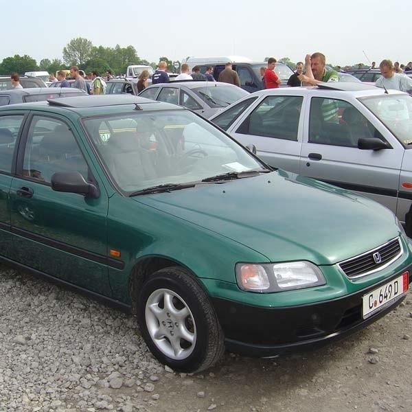 Honda Civic. Silnik 1,4 beznyna, przebieg 135 tys. km. Rok produkcji 1996. Wyposazenie – 2 poduszki powietrzne, alufelgi, centralny zamek. Cena 12800 zl.